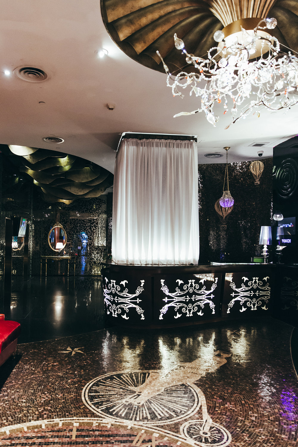 Hong Kong: The Luxe Manor