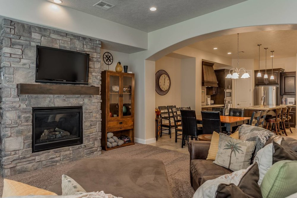 Around the World, your complete retreat!   Enjoy this desirable St. George, Utah, vacation home featuring 3 bedrooms/3.5 baths, sleeping 10 in luxurious beds