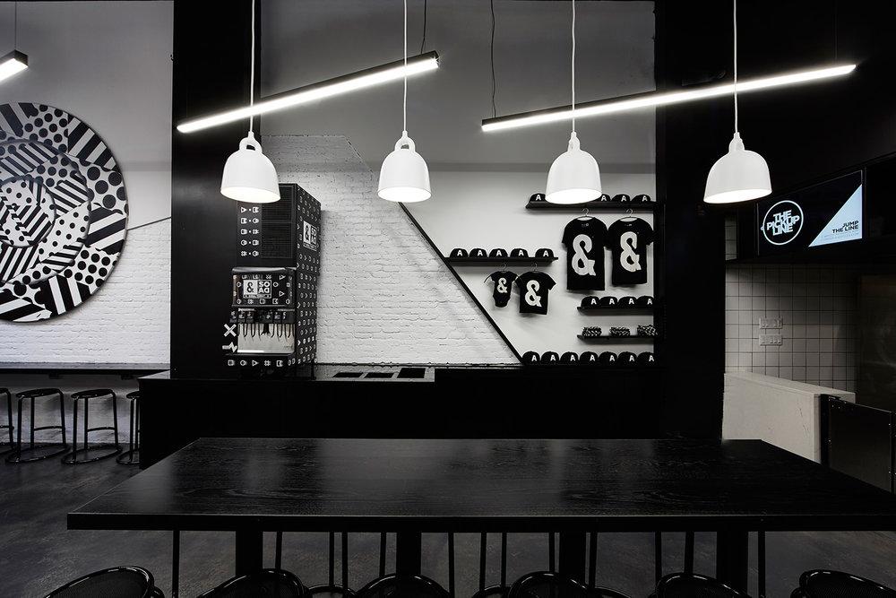 EAU-&Pizza-Astor-lighting.jpg