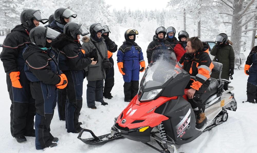Snowmobile-3.jpg