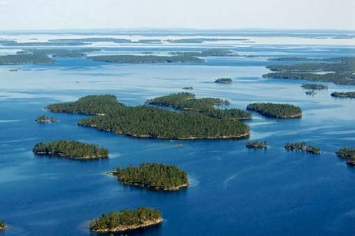 There are more than 3,000 islands in Lake Inarijärvi.