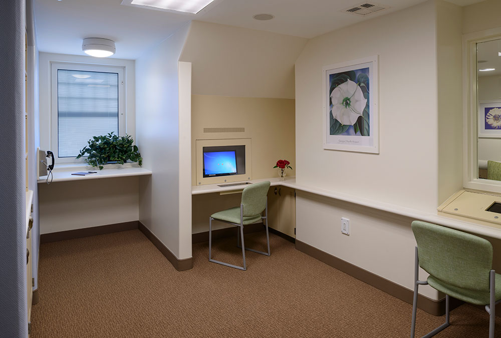 Quiet Activity Room with Technology