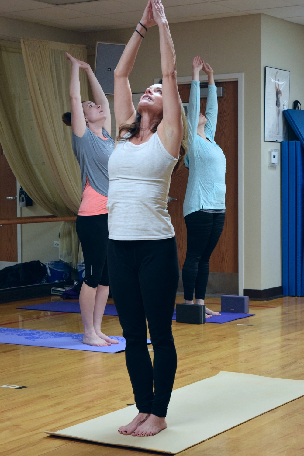 group-yoga-gurnee