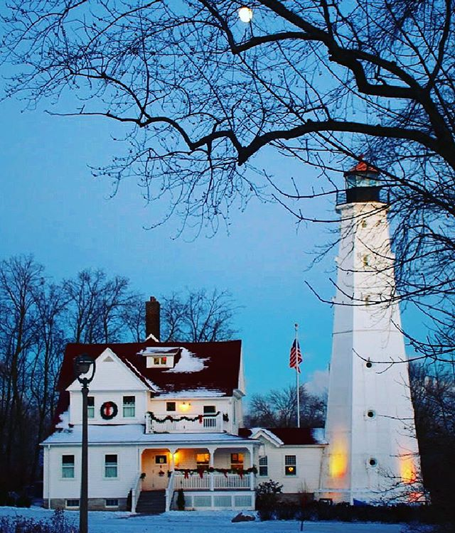 As the days get darker, earlier.  We miss the light.  Always loved lighthouses.  This one is one of my favorites.  Walked by it countless times growing up.  It's near my Dads bench.  Love Lake Park. ❤️ #lighthouses #lovelighthouses #winteriscoming #lookingforthelight #lakeparklighthouse #milwaukeelakefront #beautifulsights #wintercanbebeautiful ❄️