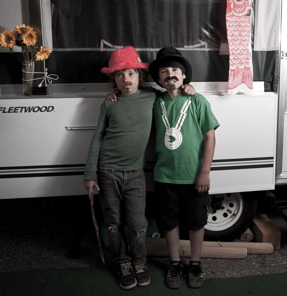 My child and his best friend at the camp site (photo by Gianni Neiviller)