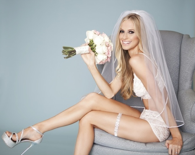 05.5_bride_with_garter.jpg