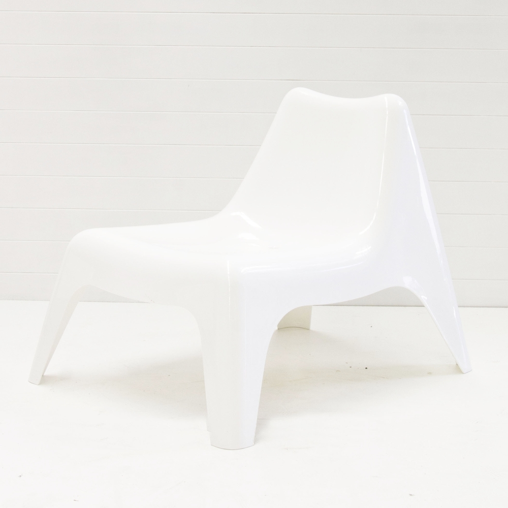WHITE PLASTIC SUN CHAIR
