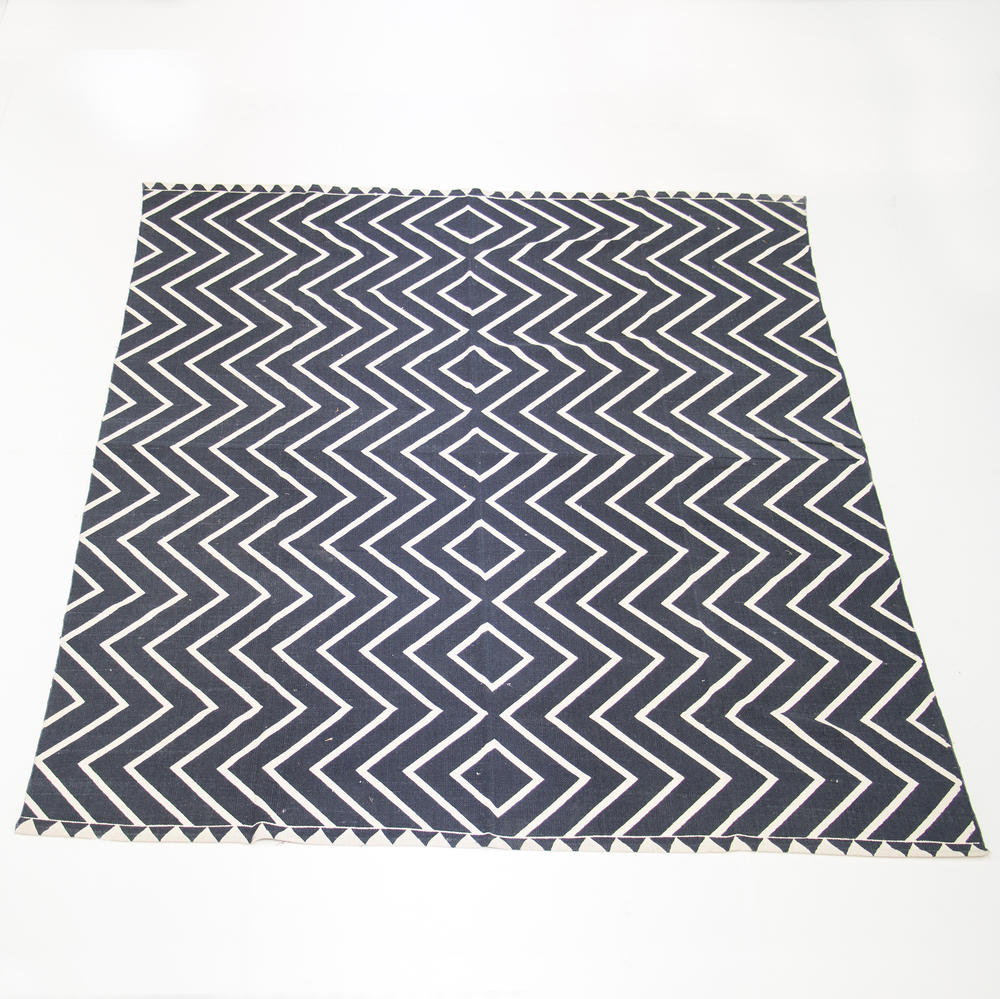 Black and White Zig Zag Rug