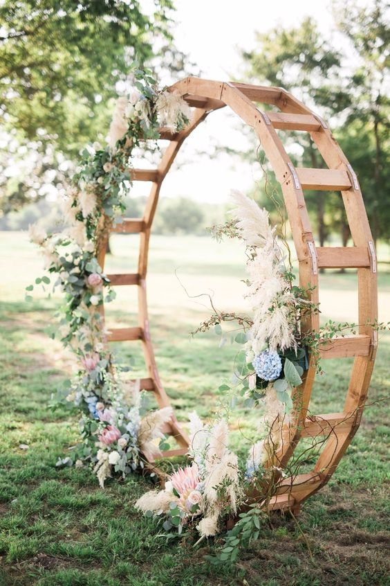 Florals:  Wild Rose Events  | Photo:  Adria Lea