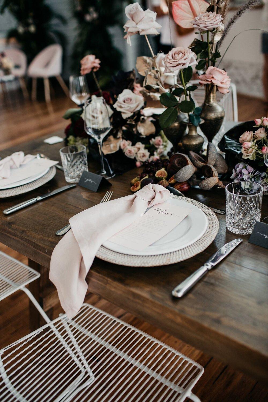 Blush linen napkins tableware hire Hampton Event Hire1.jpeg