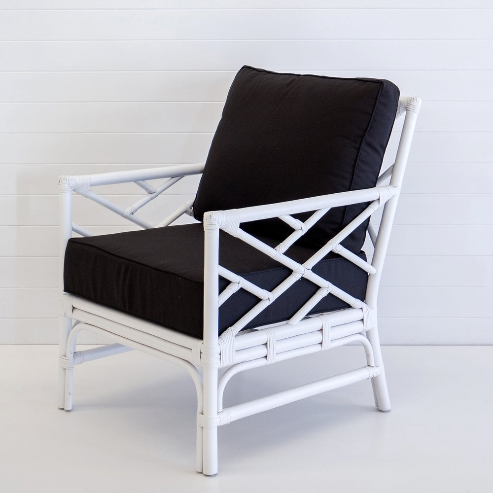 HAMPTONS WHITE ARMCHAIR (WITH BLACK CUSHIONS)
