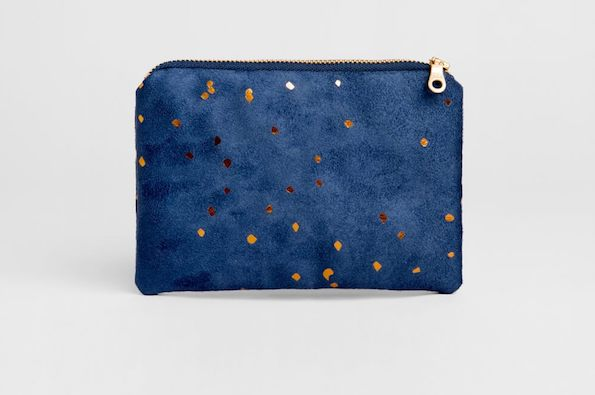 0085_Confetti_Bronze_on_Indigo_Portofino_Pouch_by_Lee_Coren_Photo_by_Aya_Wind_-1_1440x.jpg