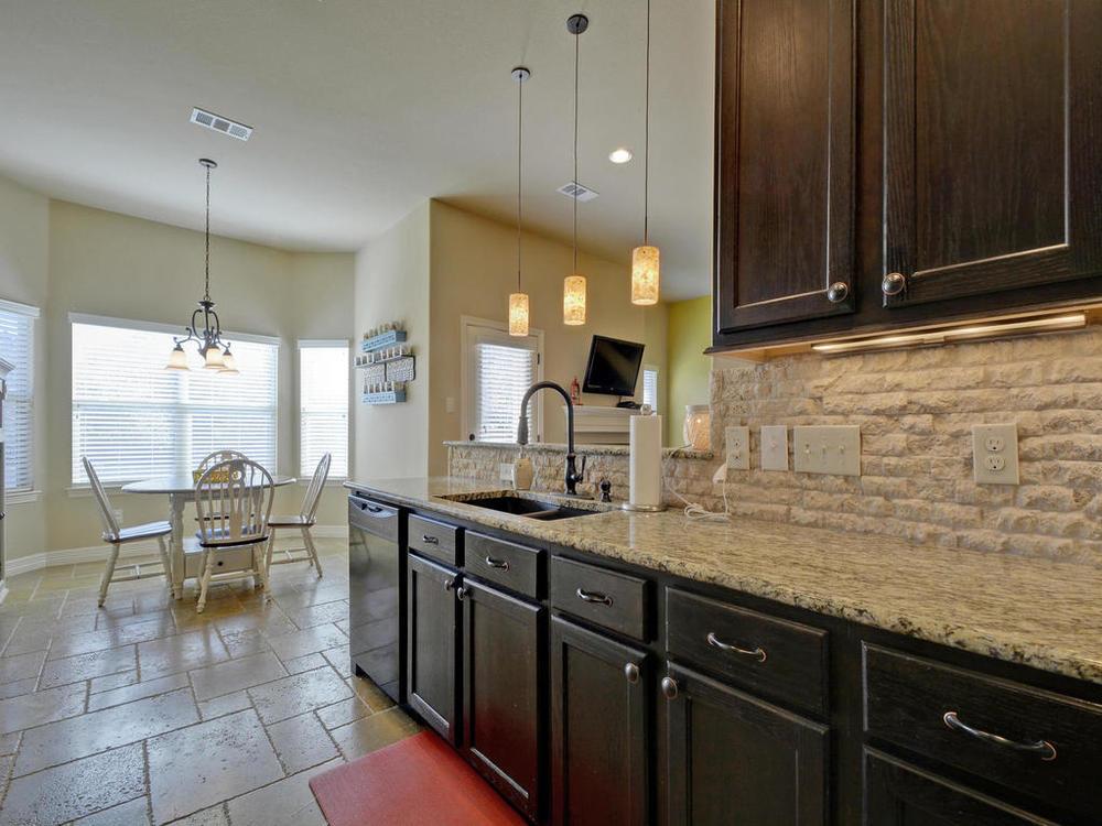17401 Deer Creek Skyview-MLS_Size-012-5-Kitchen and Breakfast 04-1024x768-72dpi.jpg
