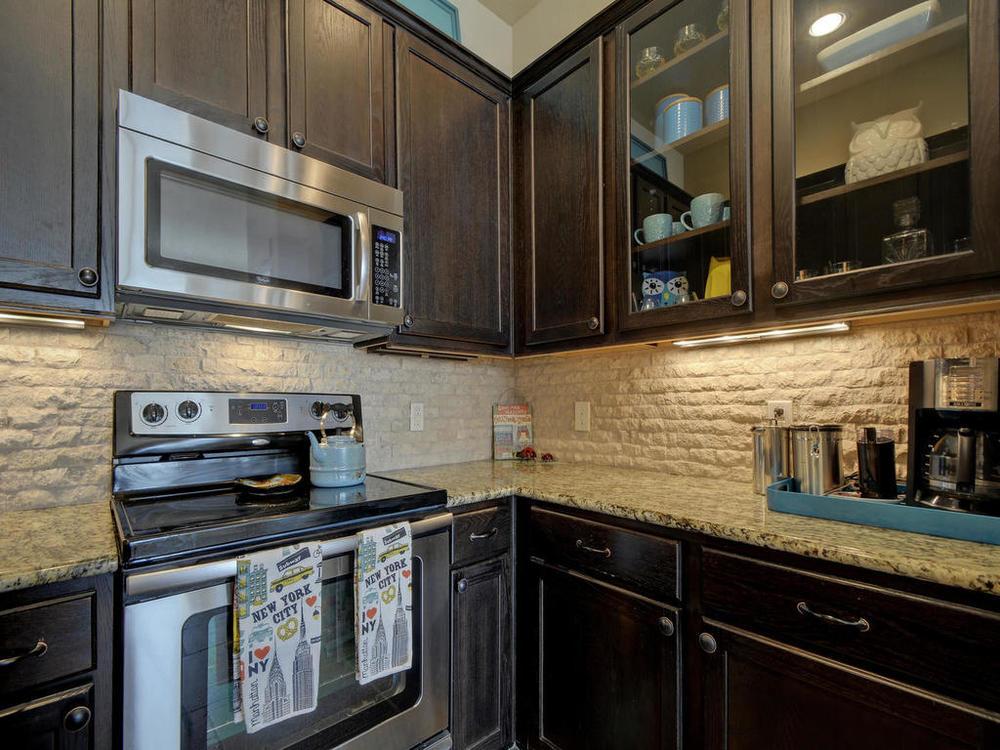 17401 Deer Creek Skyview-MLS_Size-013-10-Kitchen and Breakfast 05-1024x768-72dpi.jpg