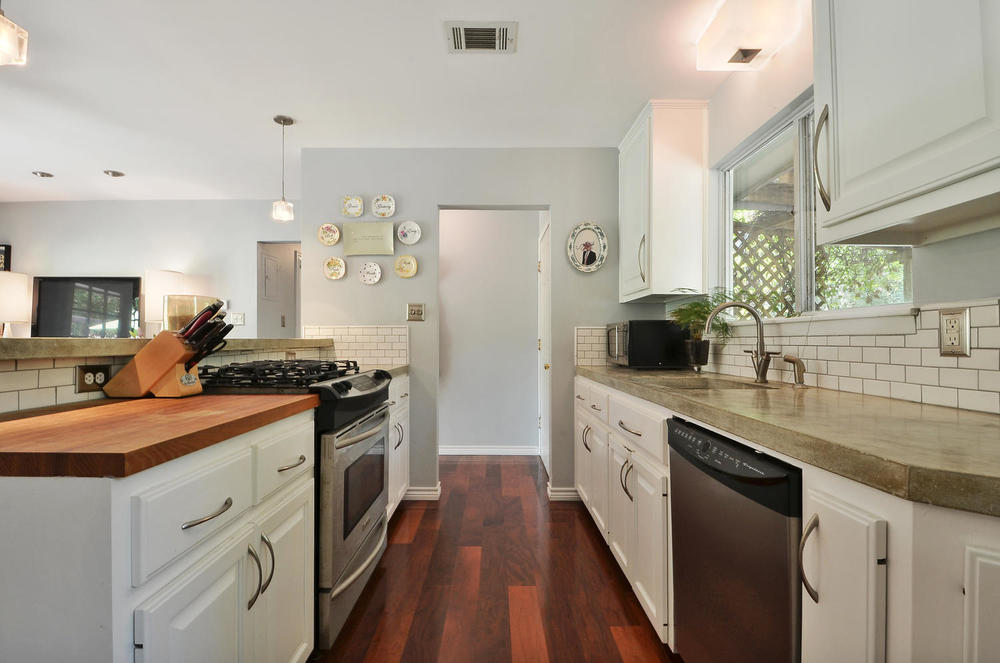 4908 Enchanted-large-010-10-Kitchen and Breakfast 001-1500x994-72dpi.jpg