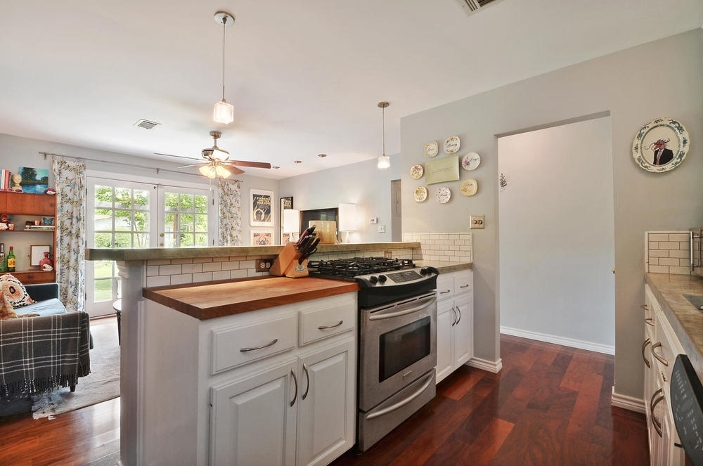 4908 Enchanted-large-012-12-Kitchen and Breakfast 003-1500x995-72dpi.jpg