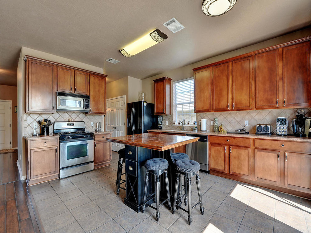 145 Covent Dr-MLS_Size-014-7-Kitchen and Breakfast 002-1024x768-72dpi.jpg