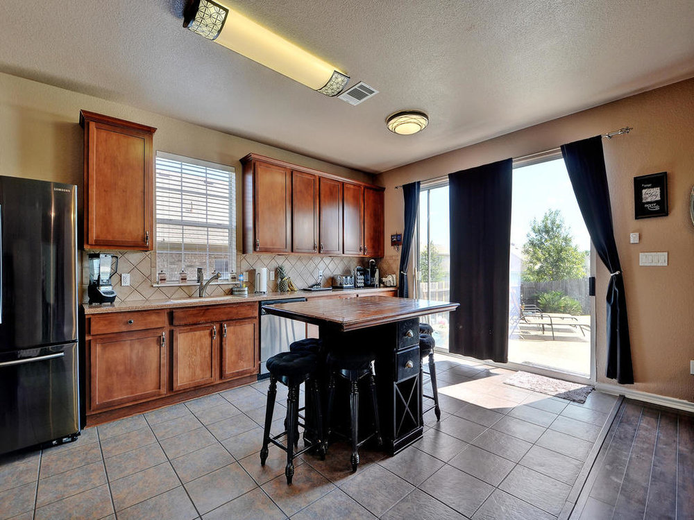 145 Covent Dr-MLS_Size-013-17-Kitchen and Breakfast 001-1024x768-72dpi.jpg