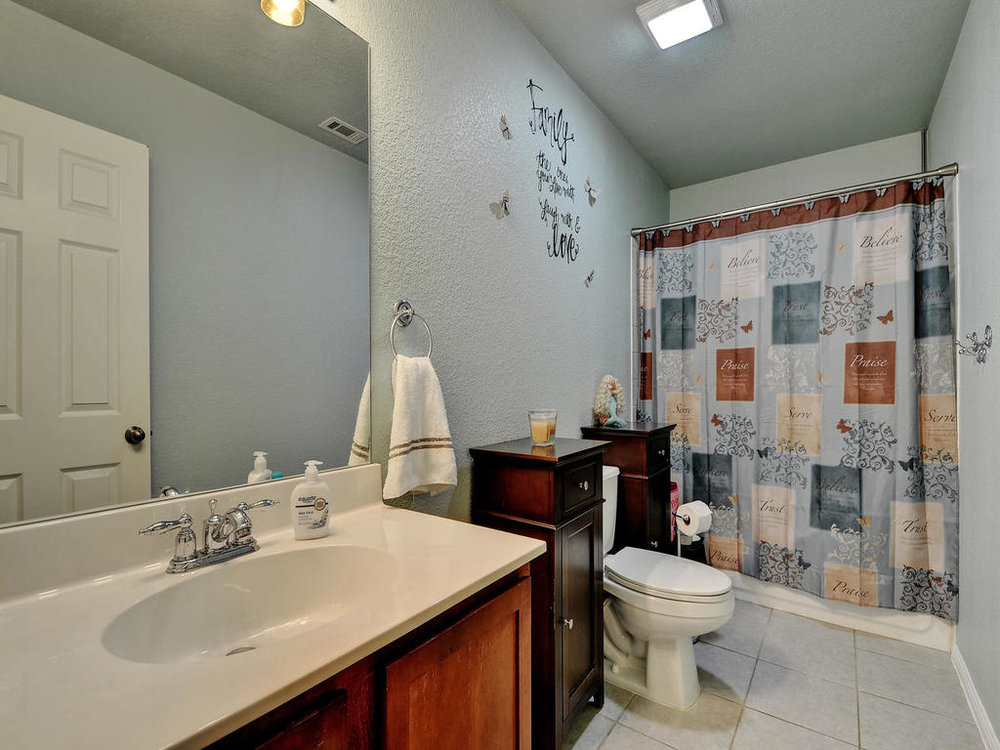 145 Covent Dr-MLS_Size-023-23-Other Bath 002-1024x768-72dpi.jpg