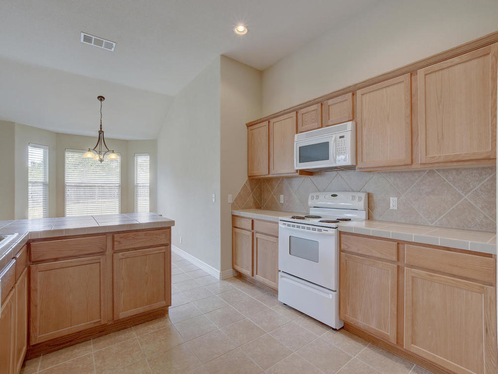 21910 Moffat Dr-MLS_Size-015-8-Kitchen and Breakfast 3324-1024x768-72dpi.jpg