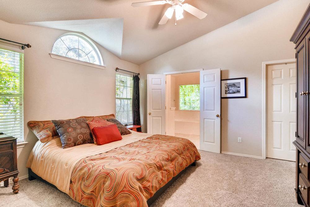 10400 Huxley Austin TX 78748-large-016-14-Master Bedroom-1499x1000-72dpi.jpg