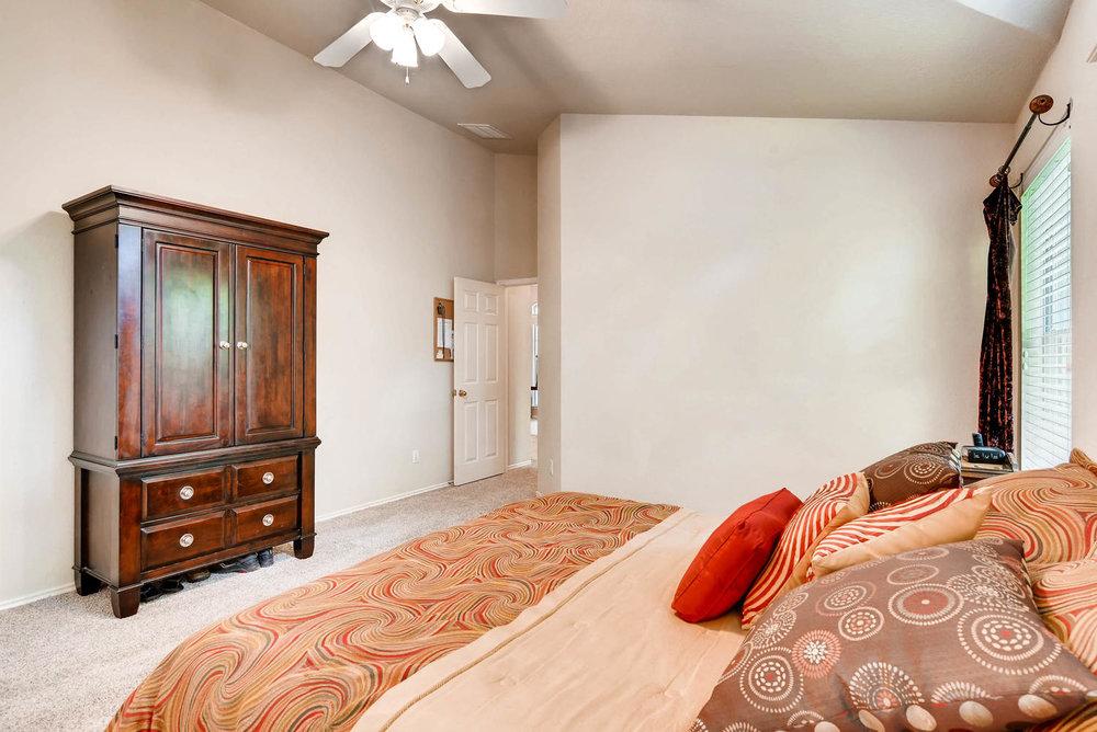 10400 Huxley Austin TX 78748-large-017-19-Master Bedroom-1499x1000-72dpi.jpg