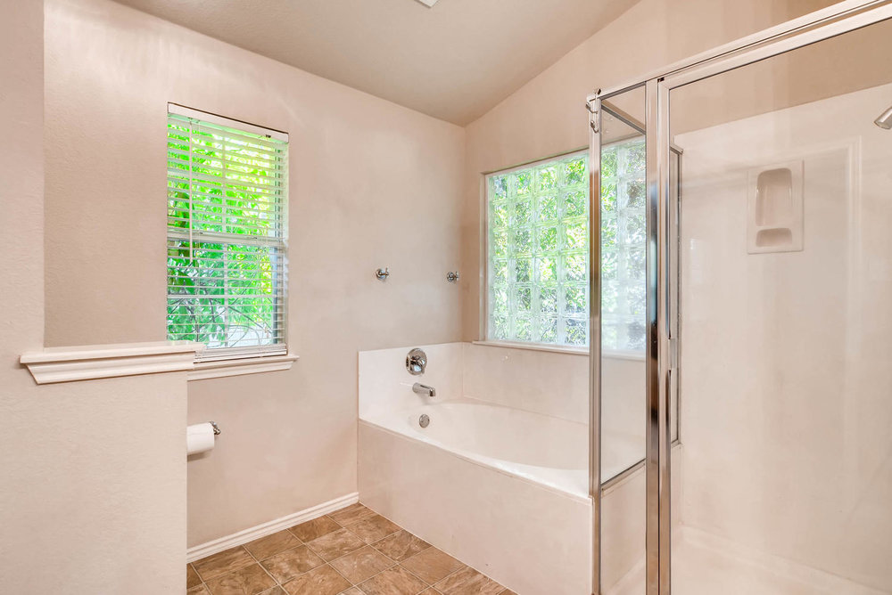 10400 Huxley Austin TX 78748-large-019-28-Master Bathroom-1499x1000-72dpi.jpg