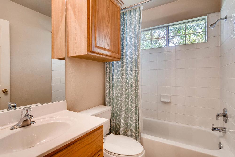 10400 Huxley Austin TX 78748-large-022-33-Bathroom-1499x1000-72dpi.jpg