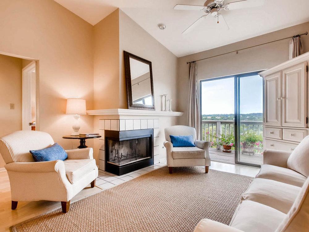 1741 Spyglass Dr 2302 Austin-MLS_Size-004-13-Living Room-1024x768-72dpi.jpg