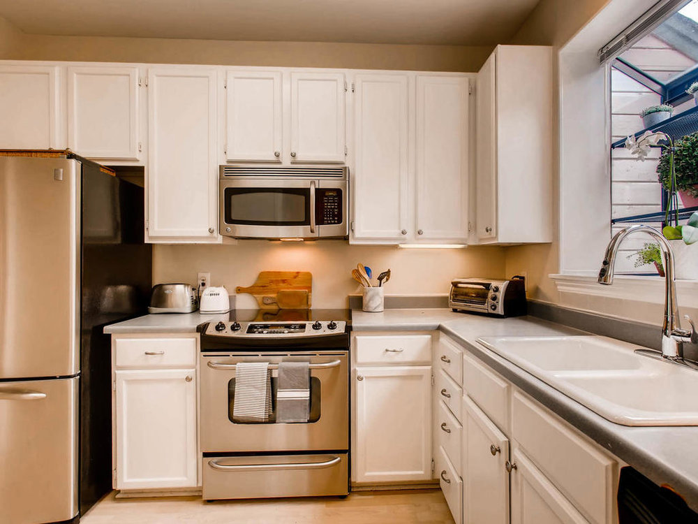 1741 Spyglass Dr 2302 Austin-MLS_Size-011-22-Kitchen-1024x768-72dpi.jpg