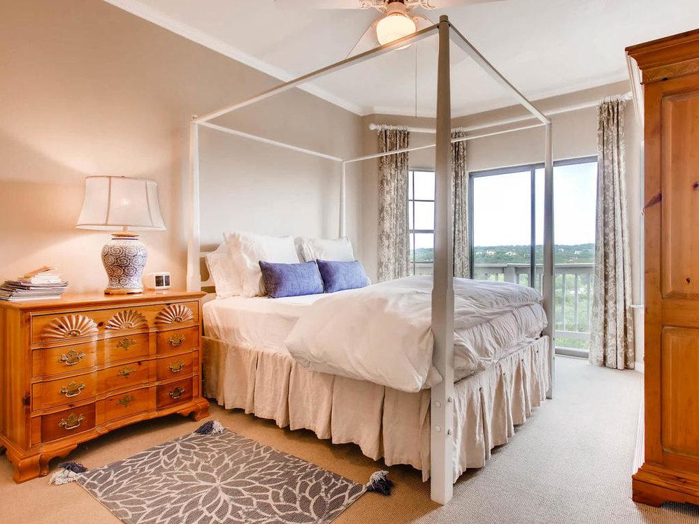 1741 Spyglass Dr 2302 Austin-MLS_Size-013-12-Master Bedroom-1024x768-72dpi.jpg