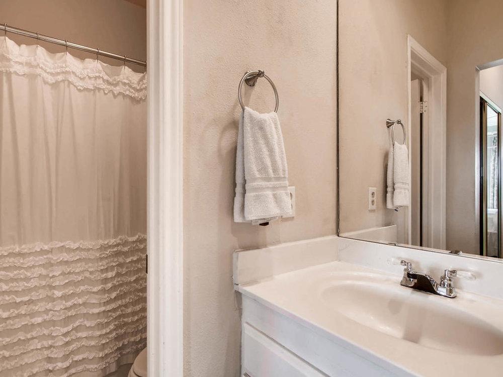 1741 Spyglass Dr 2302 Austin-MLS_Size-017-17-Master Bathroom-1024x768-72dpi.jpg