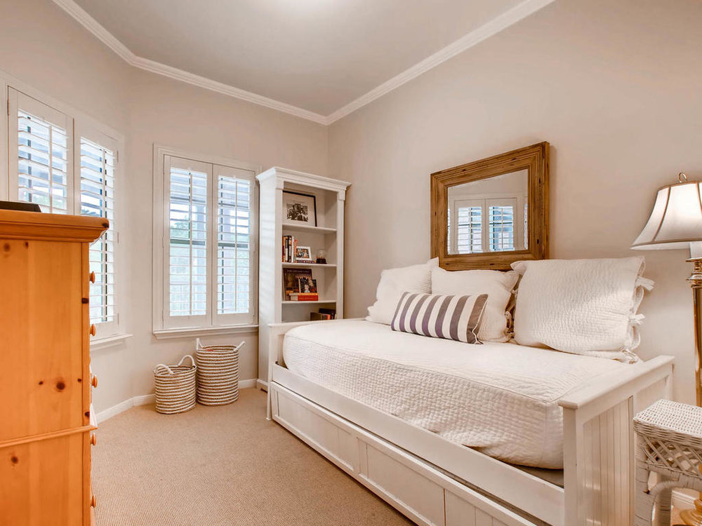 1741 Spyglass Dr 2302 Austin-MLS_Size-019-7-Bedroom-1024x768-72dpi.jpg