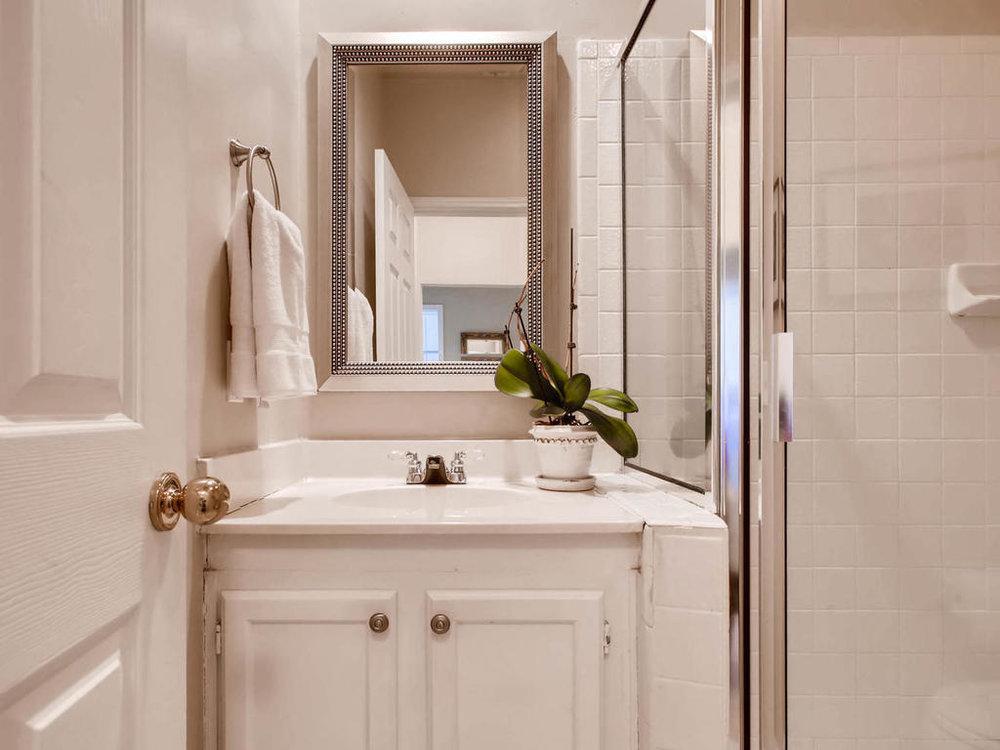 1741 Spyglass Dr 2302 Austin-MLS_Size-021-18-Bathroom-1024x768-72dpi.jpg