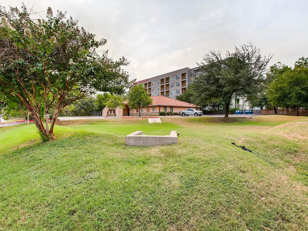 2124 E 6th 319 Austin TX 78702-MLS_Size-028-27-Side Yard-1024x768-72dpi.jpg