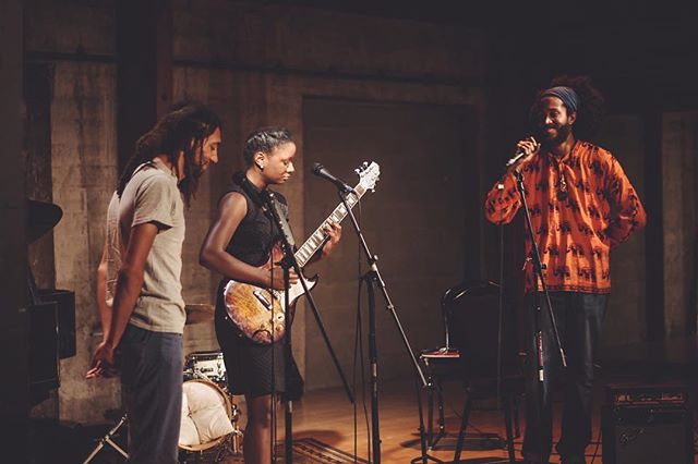 This past week at @mezclaeclectic's finale with @romanleenorfleet and @driftershapeshifter. Y'all were singin! 💫💫💫. . . 📷: @tamidesigns