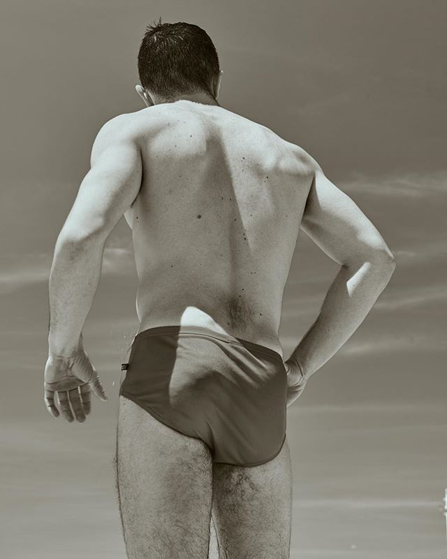 @oirtekim Hiding from the the camera.  #boys #wrestler #blackandwhite #lifestyle #spring #sexymen #summerlovin #springbreak #editorial #abercrombieandfitch #abs #speedo #charliebymz #sand #cats #woof #dogsofinstagram #guysofinstagram