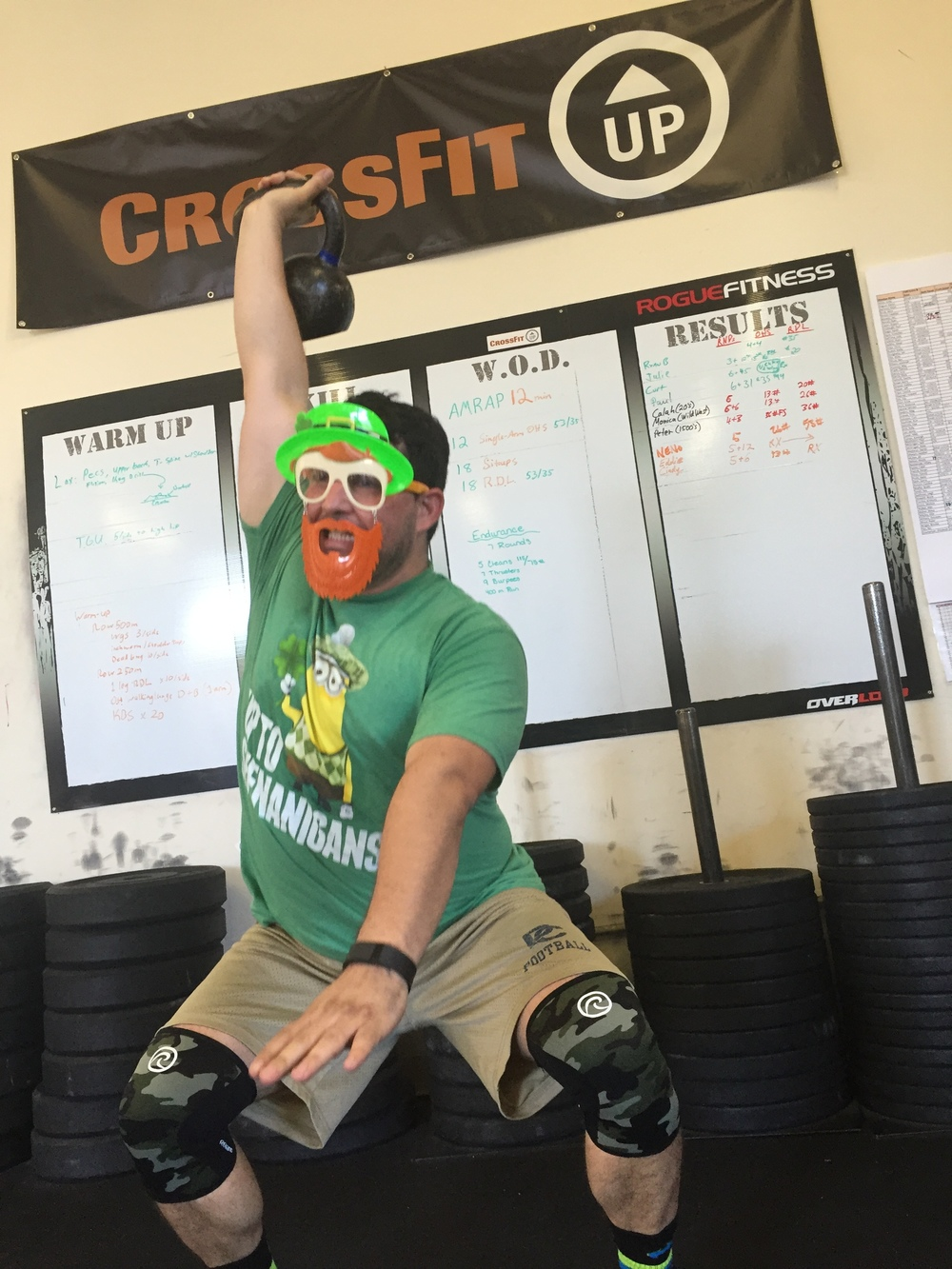 Neno, bringing his Leprechaun game, and his 1 arm OH squats. And no I can't see your knees.
