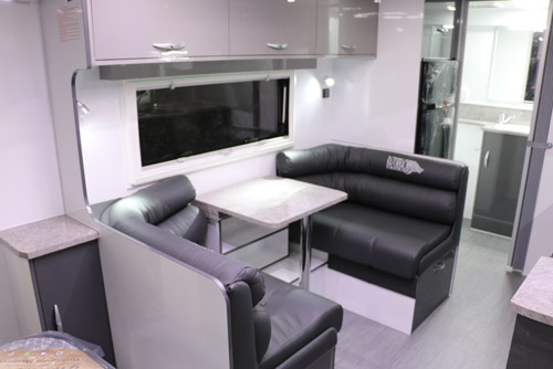 razorback-lounge.jpg
