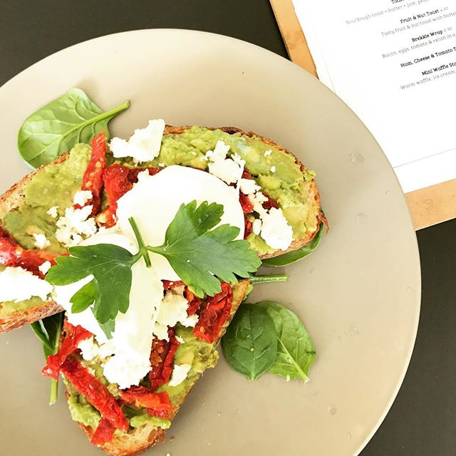 Avo smash + feta + sundried tomato + poached eggs. Your brunch today? We are open Sat-Sun from 8am. Remember kids 10 & under eat free on weekend ✌🏽🤤 #brunch #breakfast #caboolture #cafe #caboolturecafes #instafood #coffee