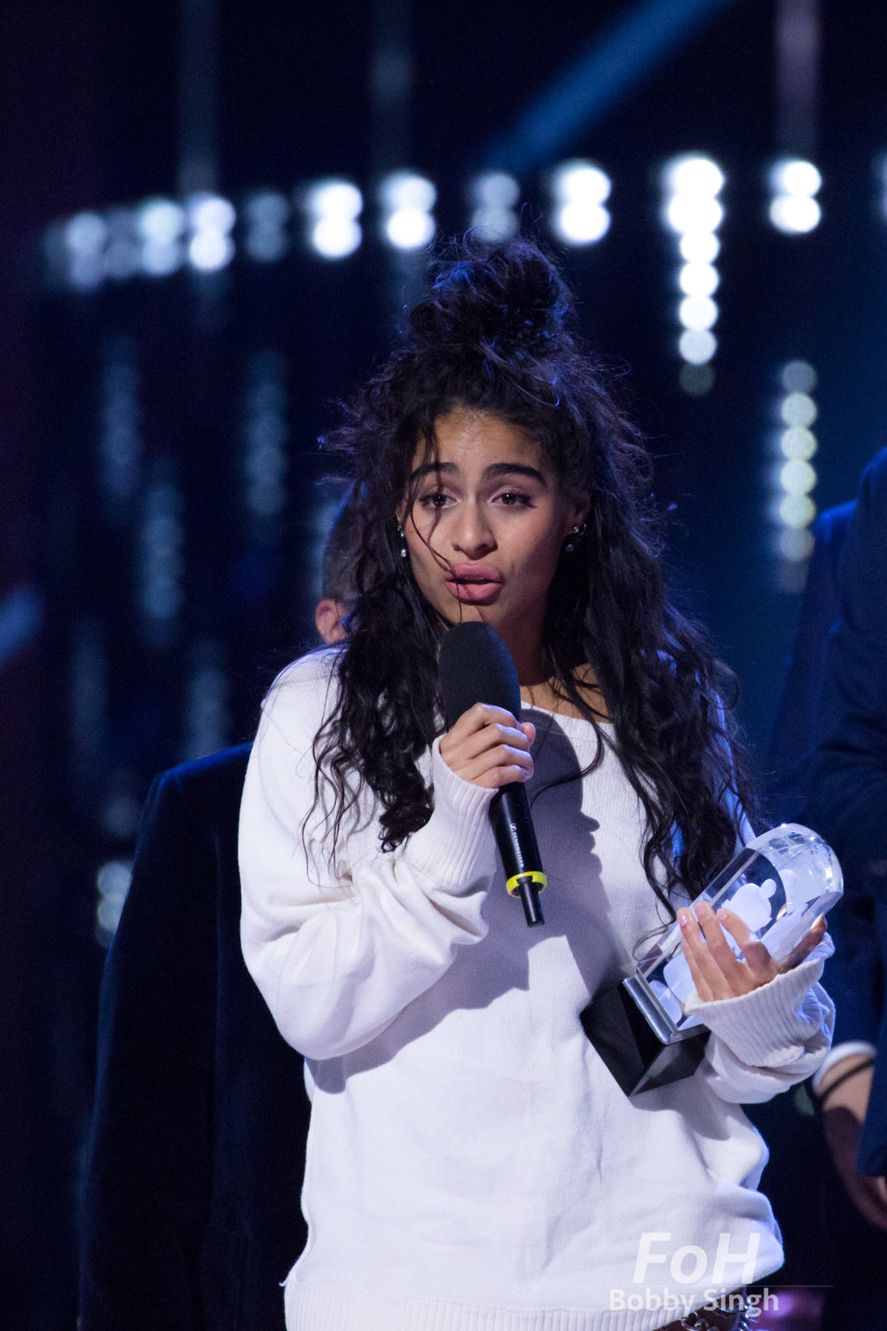 Vancouver, CANADA. 26th March, 2018. Jessie Reyez accepts her Breakthrough Artist of the Year award at the 2018 Juno Awards in Vancouver. Credit: Bobby Singh/fohphoto