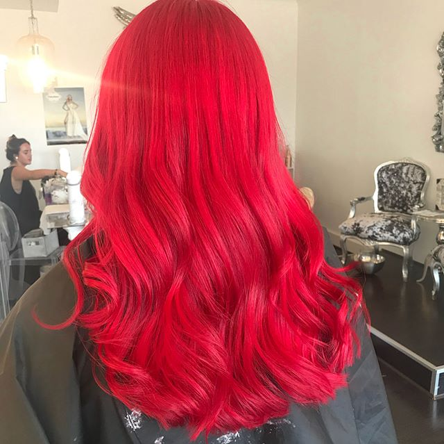 This colour though 💥🔥💥 Swipe left to see during and before👀  @hanfordhairxx is on point🤘🏽 Book now by using out online booking system or call us on 01273 603559 #bblogger #salon #summerhair #redhair #hair #haircolor #redhead #beforeandafter #hairstyles #hairblogger #brighton