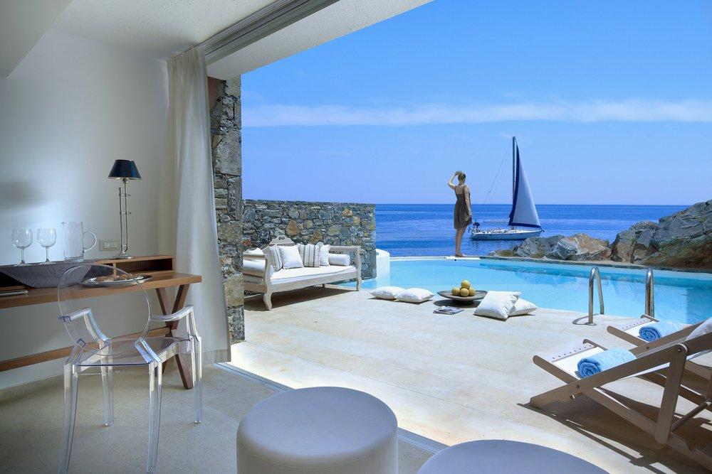 Club Studio Suite Private Pool Sea Front.jpg