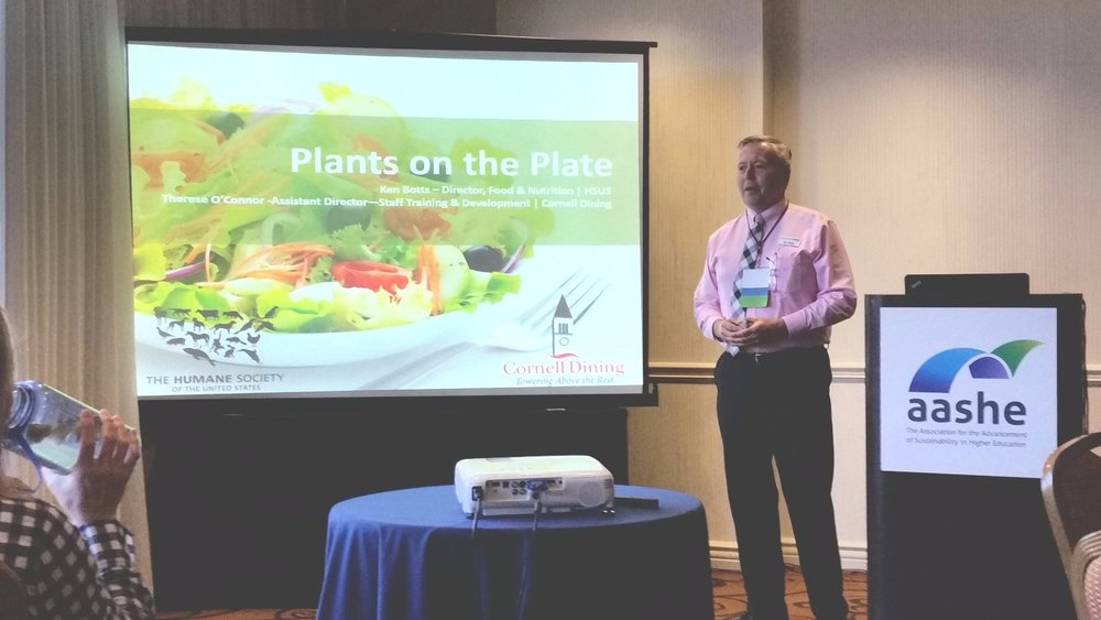 Ken Botts from HSUS presents on #PlantsOnThePlate