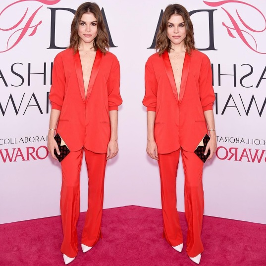 Emily slaying in our fire coral drop jacket and pant at the CFDA Awards 2016.