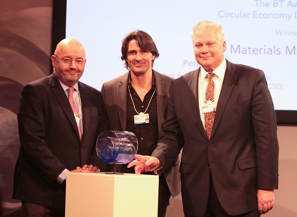 Niall Dunne, BT Group, presents the award to Andrew Mangan, US BCSD and Peter Bakker, WBCSD.