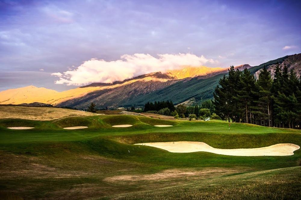 hills-golf-course-299914.jpg