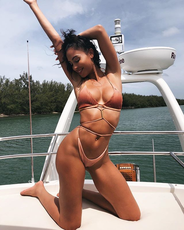 How u feel with 🍣🍣 in yuh belly 🍤 . . Thank You @getchoosy for the #baecation 😘😘😘 . . . #miamiswimweek #miami #getchoosy #yacht yachtlife #bikini #goodvibesonly