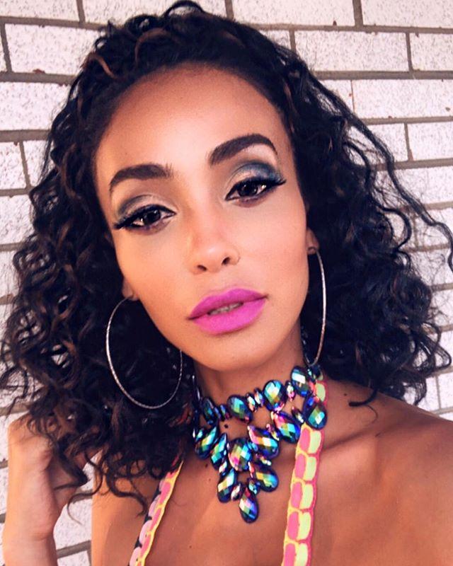🇨🇦 C A R I B A N A L E W K S 💄👄 . . . . . . #toronto #torontocarnival #longweekend #carnival2018 #makeup #carnivalmakeup #peekscarnival #trinigirl #westindian #caribbeanbeauty
