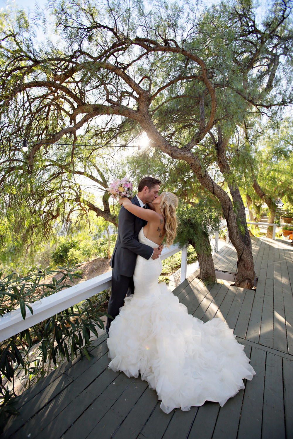 Travis & Lisa share a kiss at Rancho del Cielo, Malibu, CA